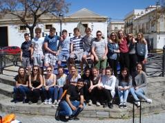 Mariocon un grupo escolar