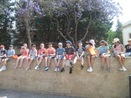 Grupo escolar en una excursión