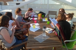 Estudiando en la terraza